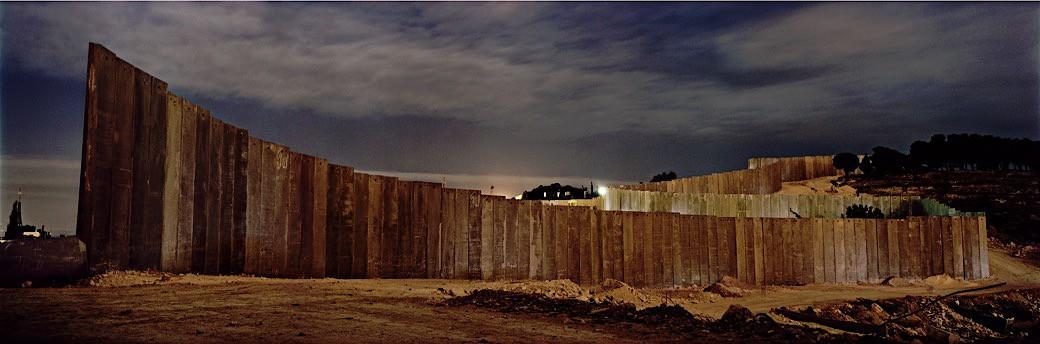 13_0711IL_Wall at night