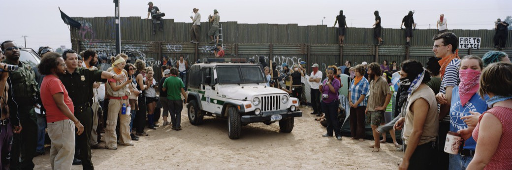 51_1096US_Jeep_crowd_wall