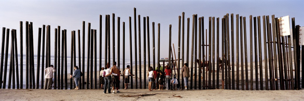 67_1236US_Beach_poles_people