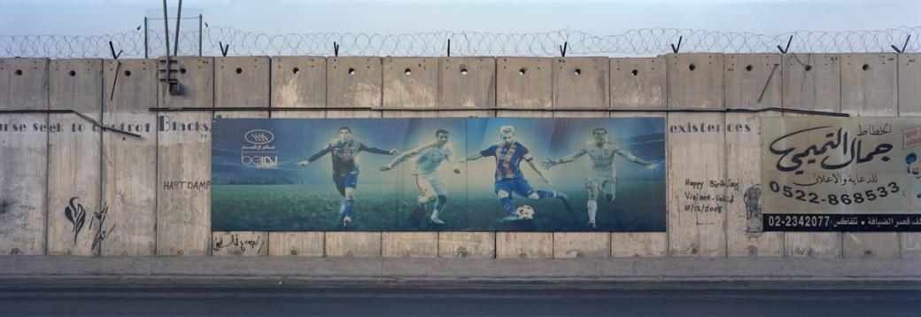 1949IL_footballer-billboard_wall